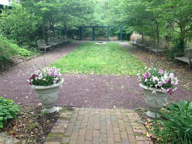 rental_Contemplation-Garden